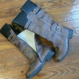 BRAND NEW brown boots with plush lining